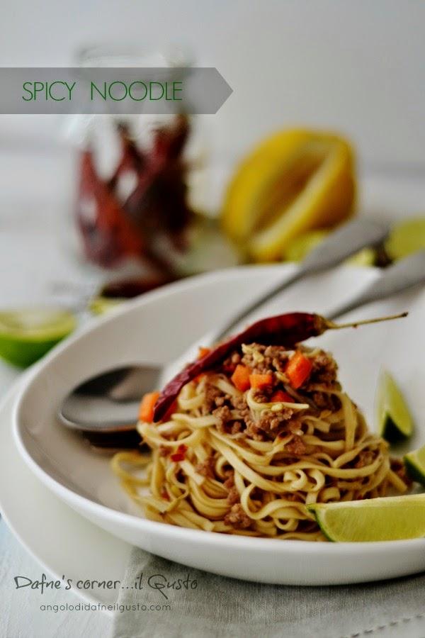 Noodle con maiale e verdurine piccanti dafne 39 s corner il gusto - Maiale sul divano ...