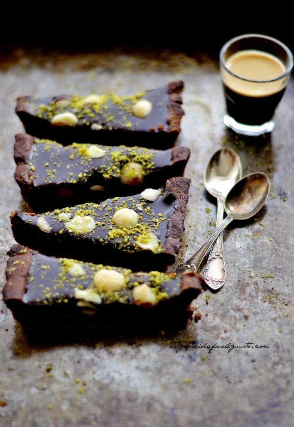 Tarte al cioccolato e mou con noci di macadamia e pistacchi4