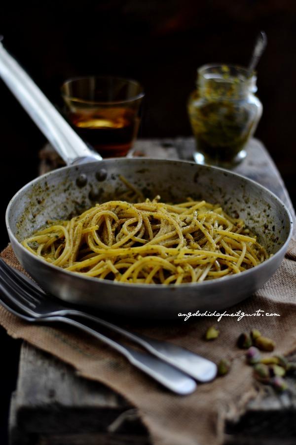 pesto di rucola, pomodori secchi, pistacchi e olive taggiasche 11