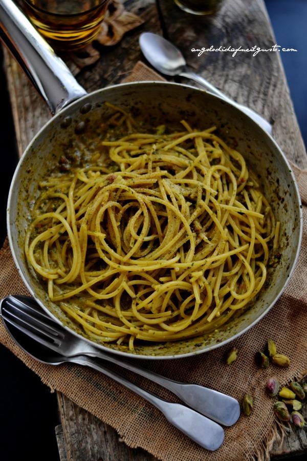 pesto di rucola, pomodori secchi, pistacchi e olive taggiasche 13