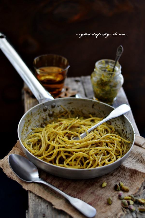 pesto di rucola, pomodori secchi, pistacchi e olive taggiasche 21