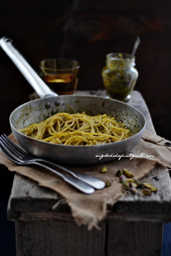 pesto di rucola, pomodori secchi, pistacchi e olive taggiasche 8