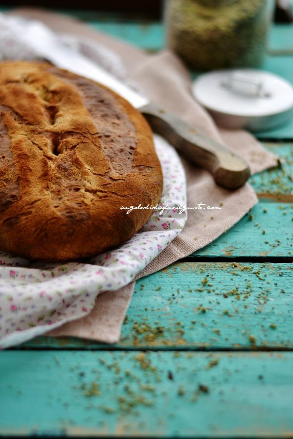 Pane alla segale con pomodori secchi, olive taggiasche e rosmarino (4)