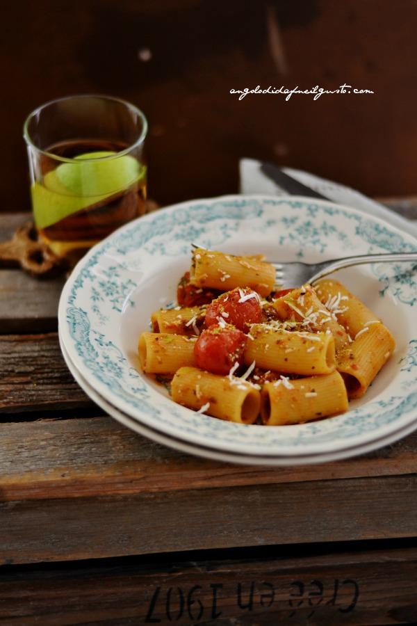 Rigatoni con pomodorino scoppiato e ricotta salata 1