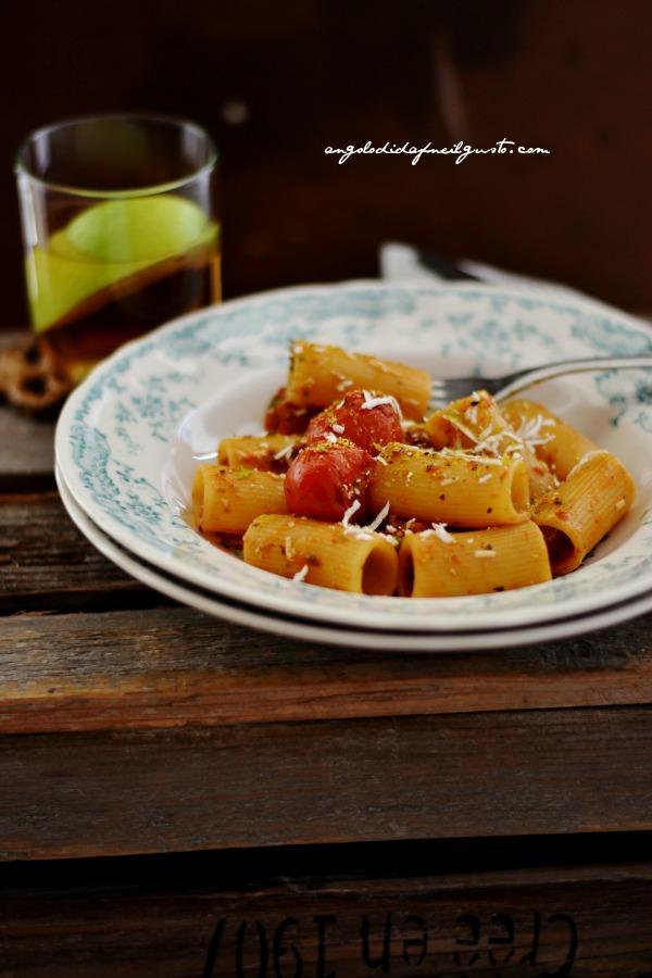 Rigatoni con pomodorino scoppiato e ricotta salata 19