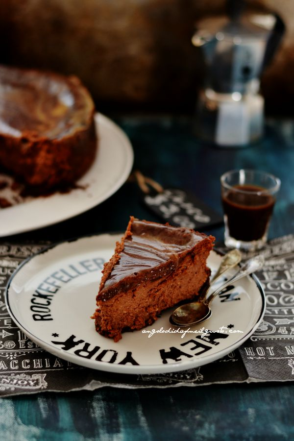 Chocolate mousse cheesecake with salted caramel sauce (3)