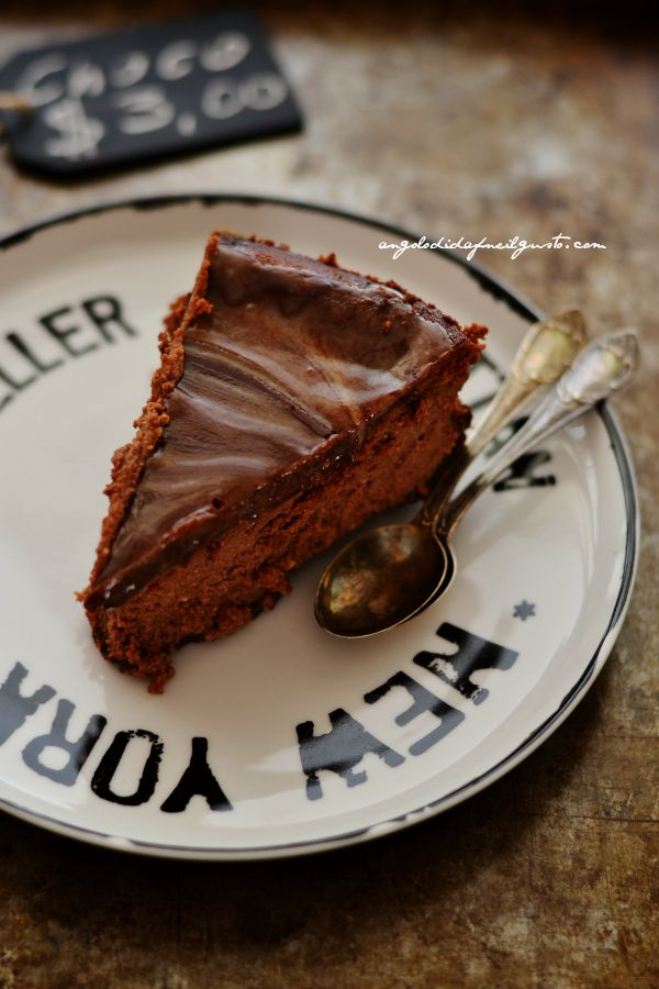 Chocolate mousse cheesecake with salted caramel sauce (6)