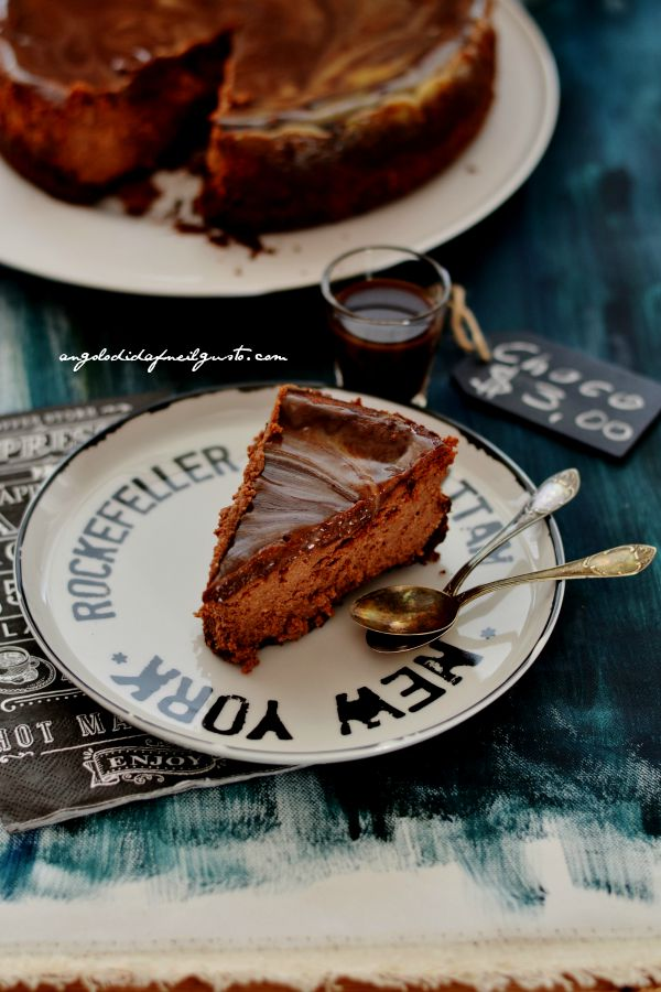 Chocolate mousse cheesecake with salted caramel sauce (8)
