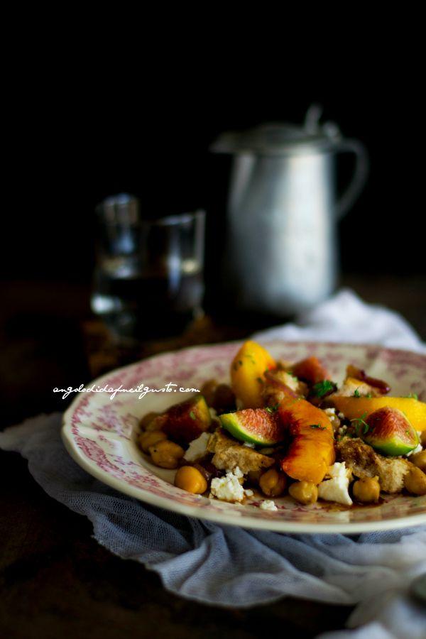 Insalata di ceci, pesca e fichi con cipolle caramellate, frisa e feta (4)
