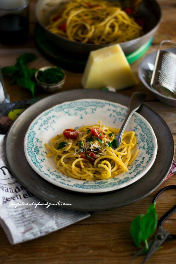 Volevano essere spaghetti aglio, olio e peperoncino        (4)