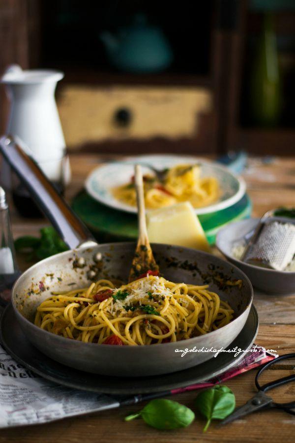 Volevano essere spaghetti aglio, olio e peperoncino        (6)
