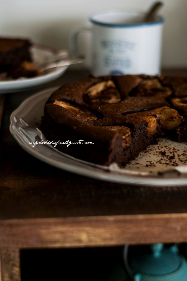 Chocolate mousse cake with pears (8)