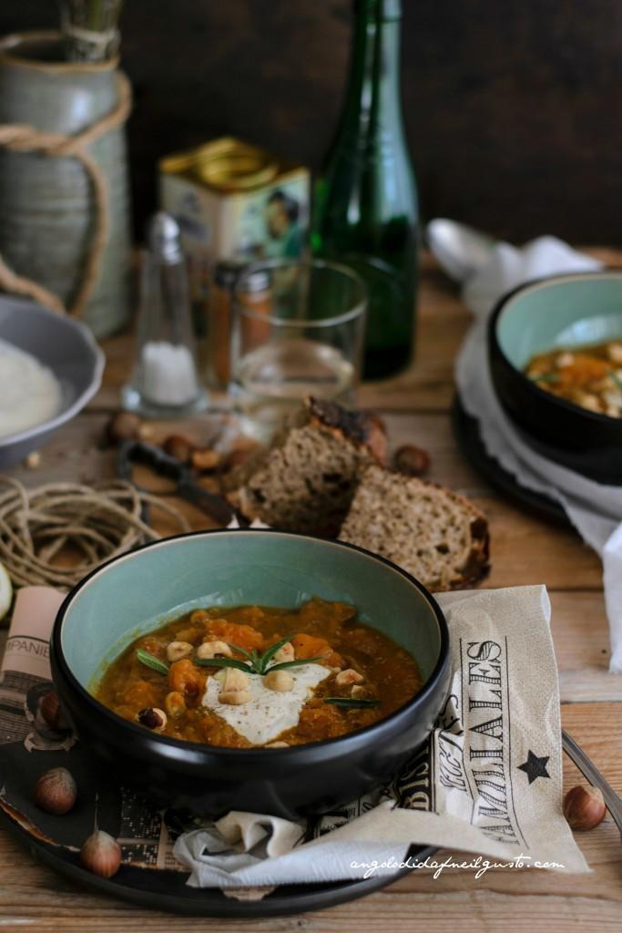 Zuppa di zucca, cannellini e porcini con nocciole 18
