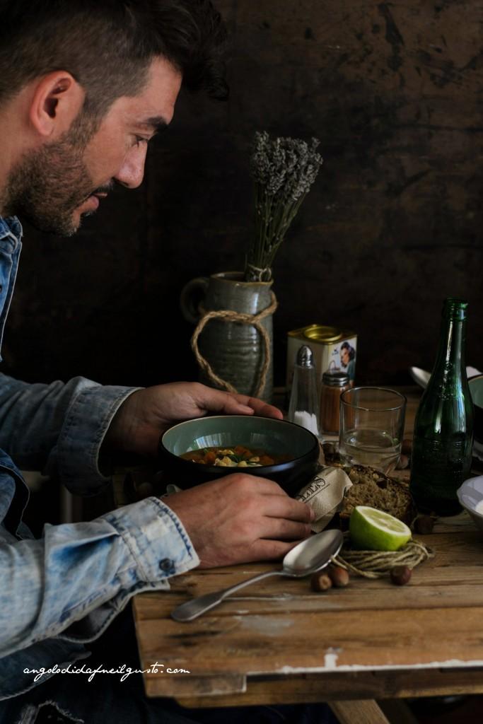 Zuppa di zucca, cannellini e porcini con nocciole 24
