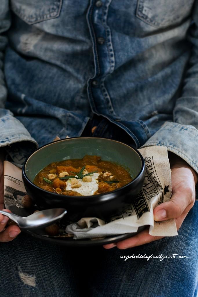 Zuppa di zucca, cannellini e porcini con nocciole28