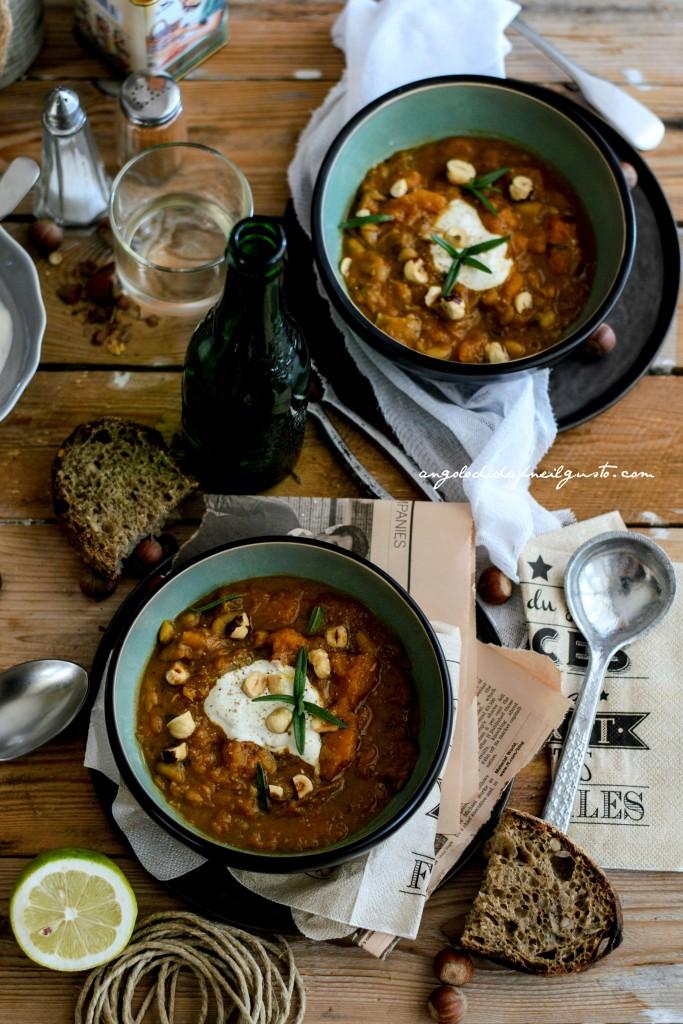 Zuppa di zucca, cannellini e porcini con nocciole37