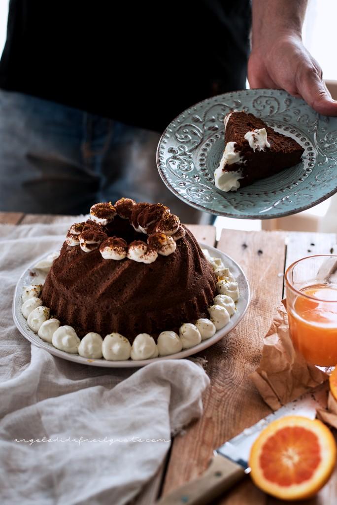 Ciambella al cioccolato con farina di riso, carote, mandorle e arancia1906-3