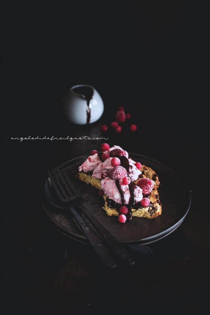Mousse alla ricotta e frutti rossi con salsa di cioccolato_1669