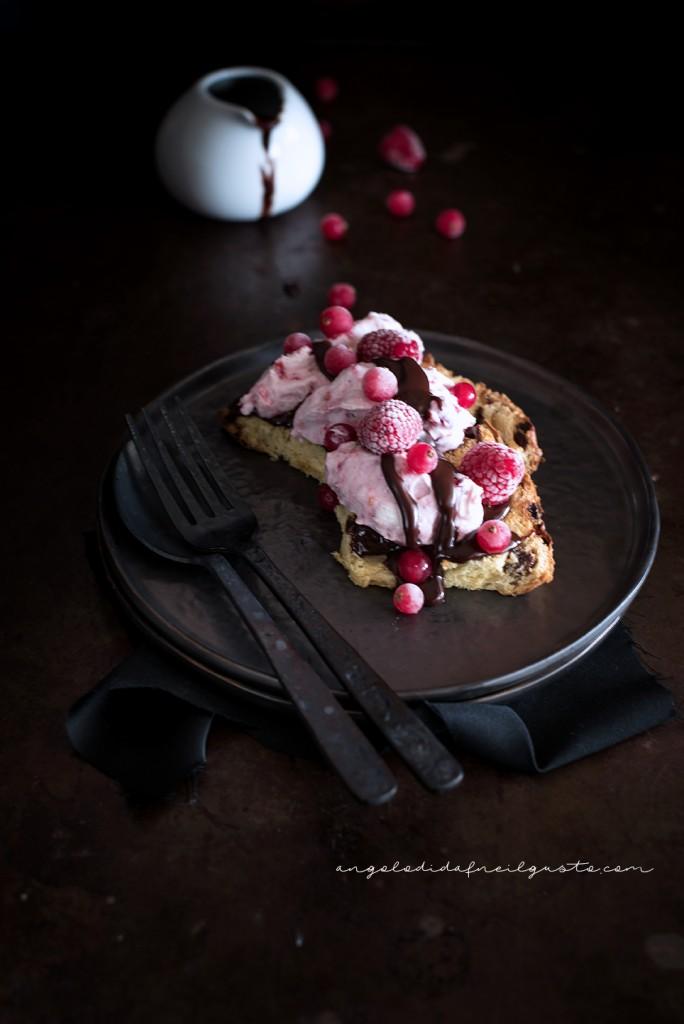 Mousse alla ricotta e frutti rossi con salsa di cioccolato_1672