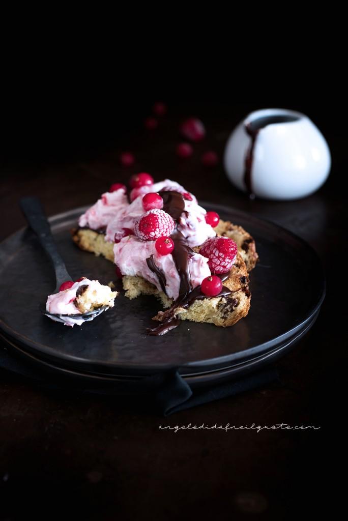 Mousse alla ricotta e frutti rossi con salsa di cioccolato_1686