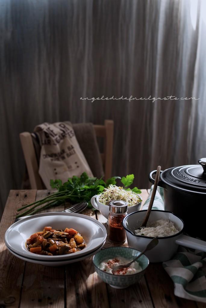 Zuppa speziata di funghi, carote e patate con riso basmati e yogurt2039