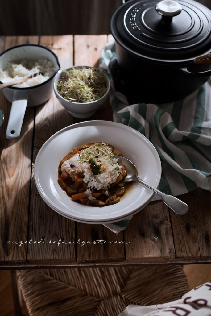 Zuppa speziata di funghi, carote e patate con riso basmati e yogurt2052