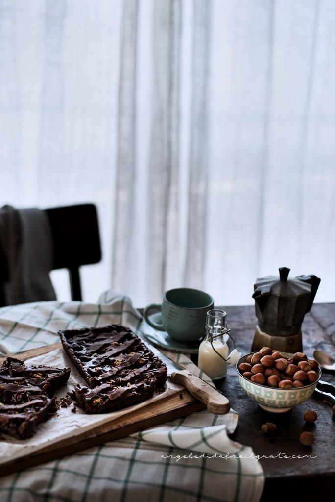 Crostata al cioccolato con farina di riso, confettura di mirtilli e frutta secca2288