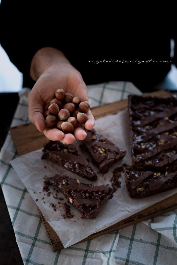 Crostata al cioccolato con farina di riso, confettura di mirtilli e frutta secca2313