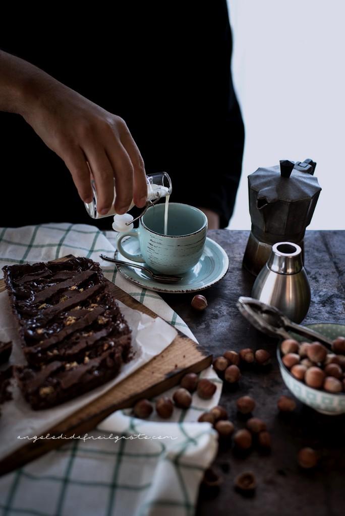 Crostata al cioccolato con farina di riso, confettura di mirtilli e frutta secca2319