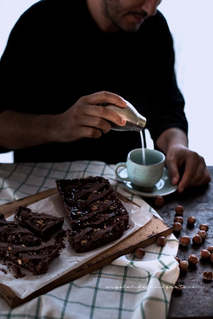 Crostata al cioccolato con farina di riso, confettura di mirtilli e frutta secca2325