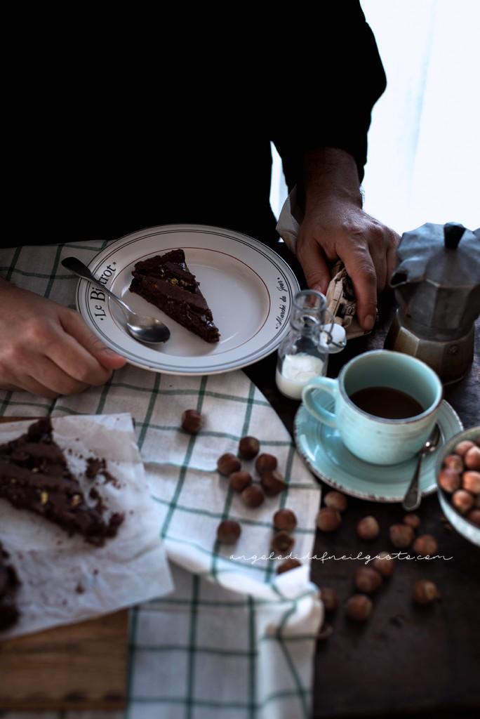 Crostata al cioccolato con farina di riso, confettura di mirtilli e frutta secca2333