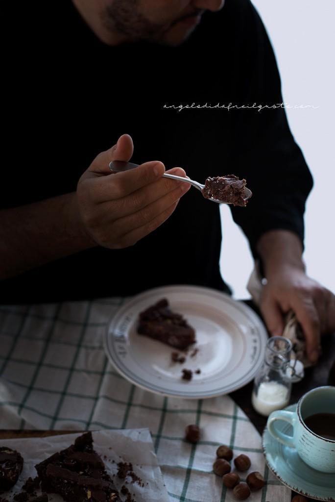 Crostata al cioccolato con farina di riso, confettura di mirtilli e frutta secca2338