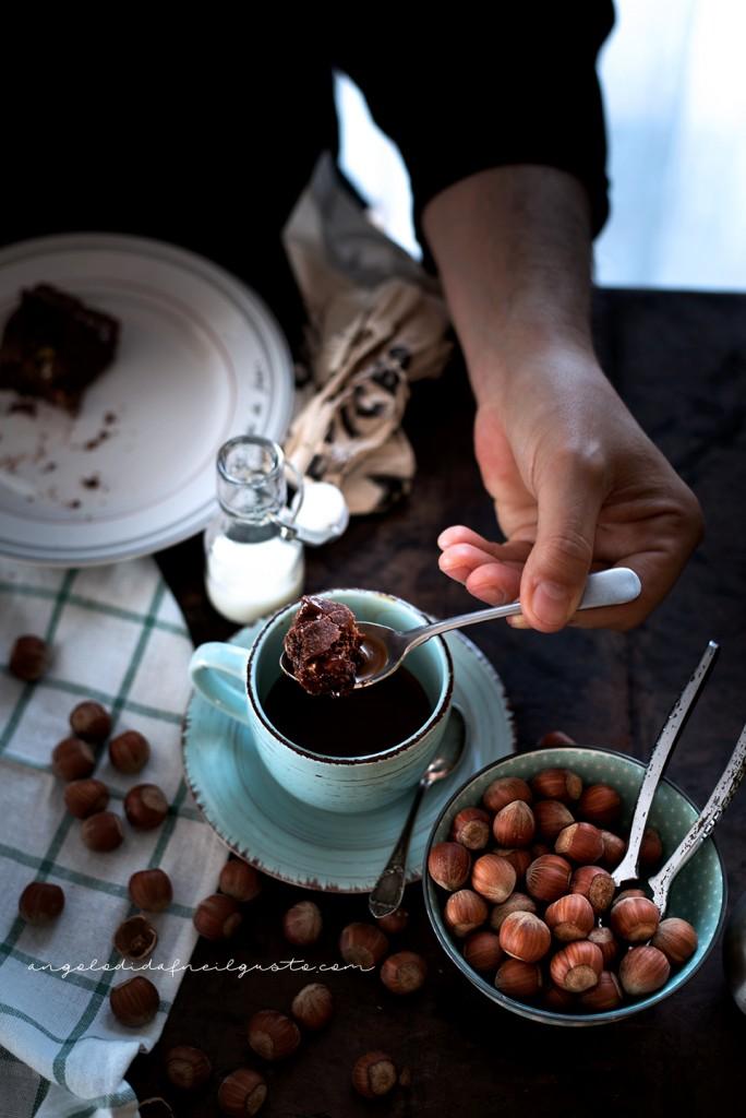 Crostata al cioccolato con farina di riso, confettura di mirtilli e frutta secca2340