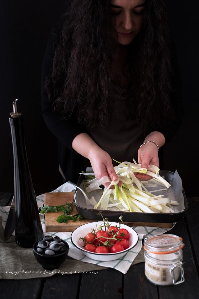 Crostoni con cipollotti, pomodorini, olive e stracchino_2885