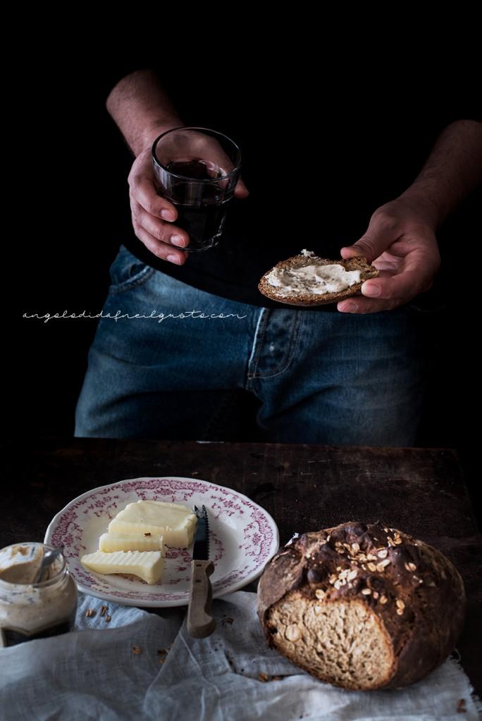 Pane scuro alla Guinness e nocciole2408