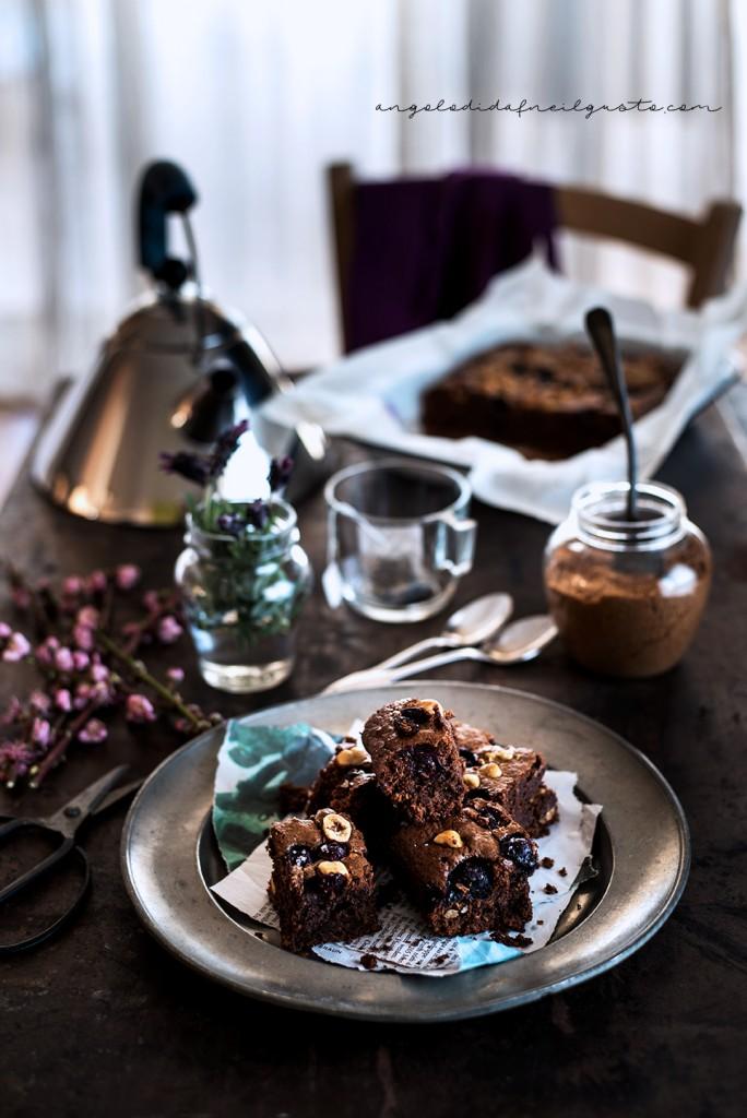 Brownies al cioccolato, cocco e avena con mirtilli e nocciole_3652