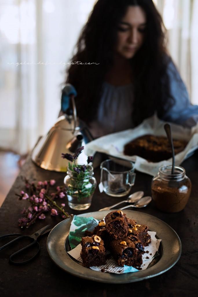 Brownies al cioccolato, cocco e avena con mirtilli e nocciole_3656