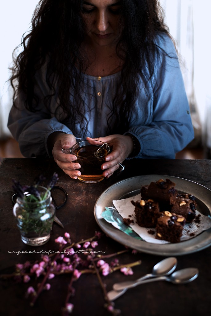 Brownies al cioccolato, cocco e avena con mirtilli e nocciole_3686