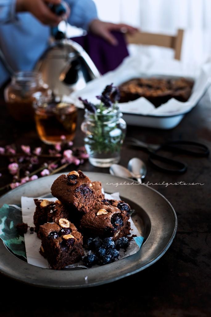 Brownies al cioccolato, cocco e avena con mirtilli e nocciole_3702