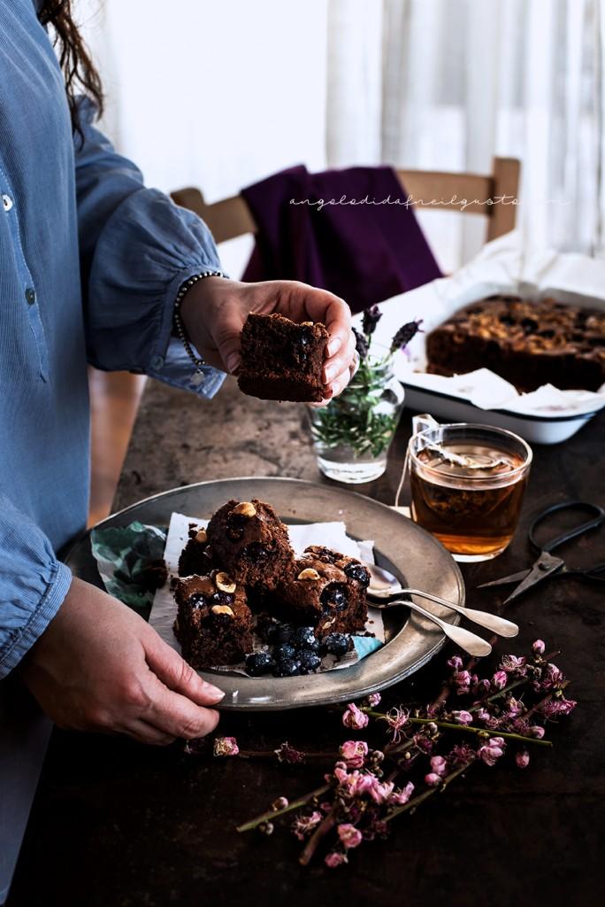 Brownies al cioccolato, cocco e avena con mirtilli e nocciole_3730