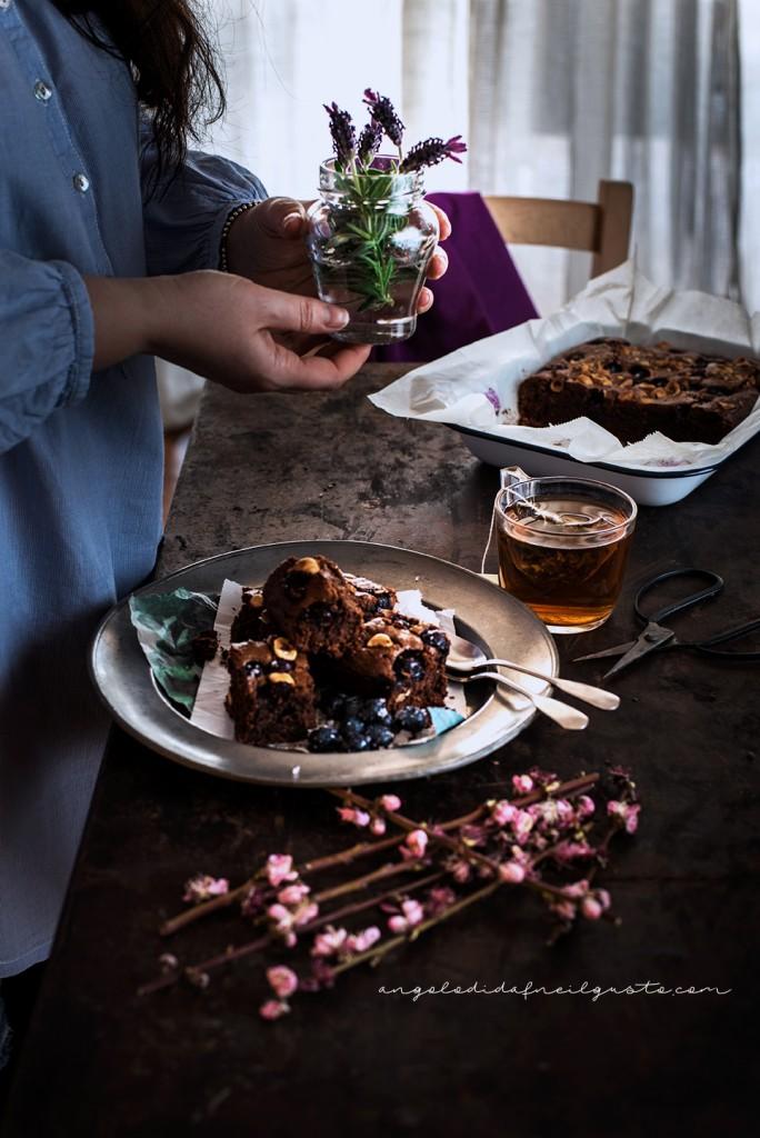 Brownies al cioccolato, cocco e avena con mirtilli e nocciole_3735