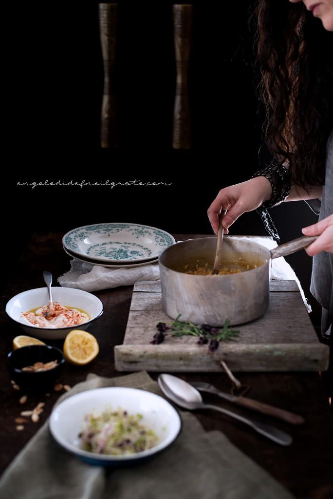 Riso e fagioli alle spezie, con germogli e salsa allo yogurt 11