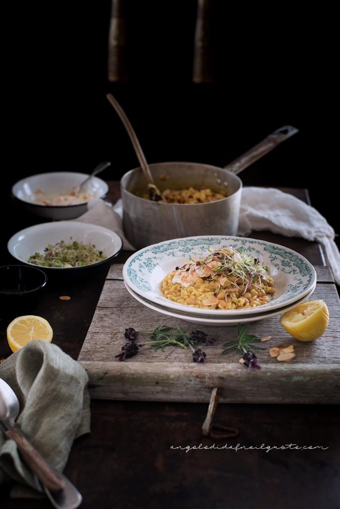 Riso e fagioli alle spezie, con germogli e salsa allo yogurt40