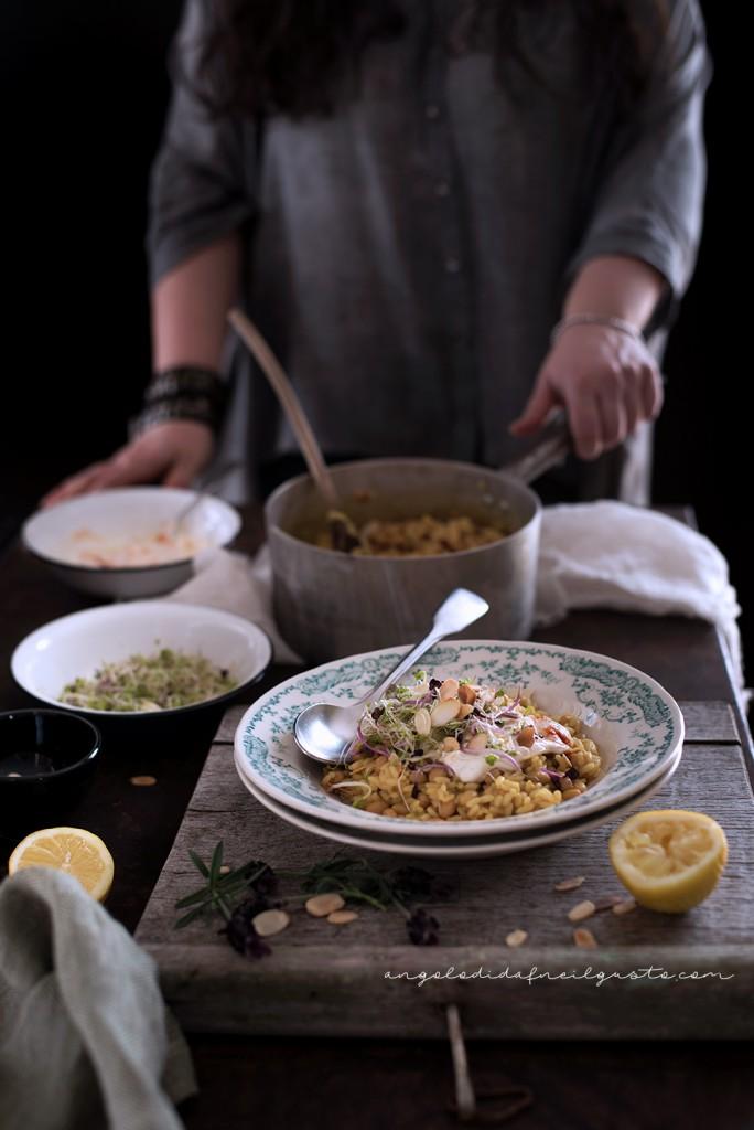 Riso e fagioli alle spezie, con germogli e salsa allo yogurt50