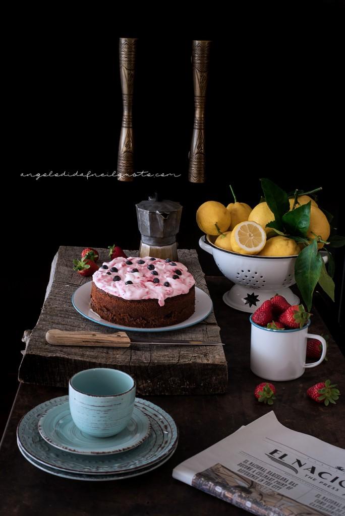 Torta con confettura di frutti rossi e frosting allo yogurt e lamponi27