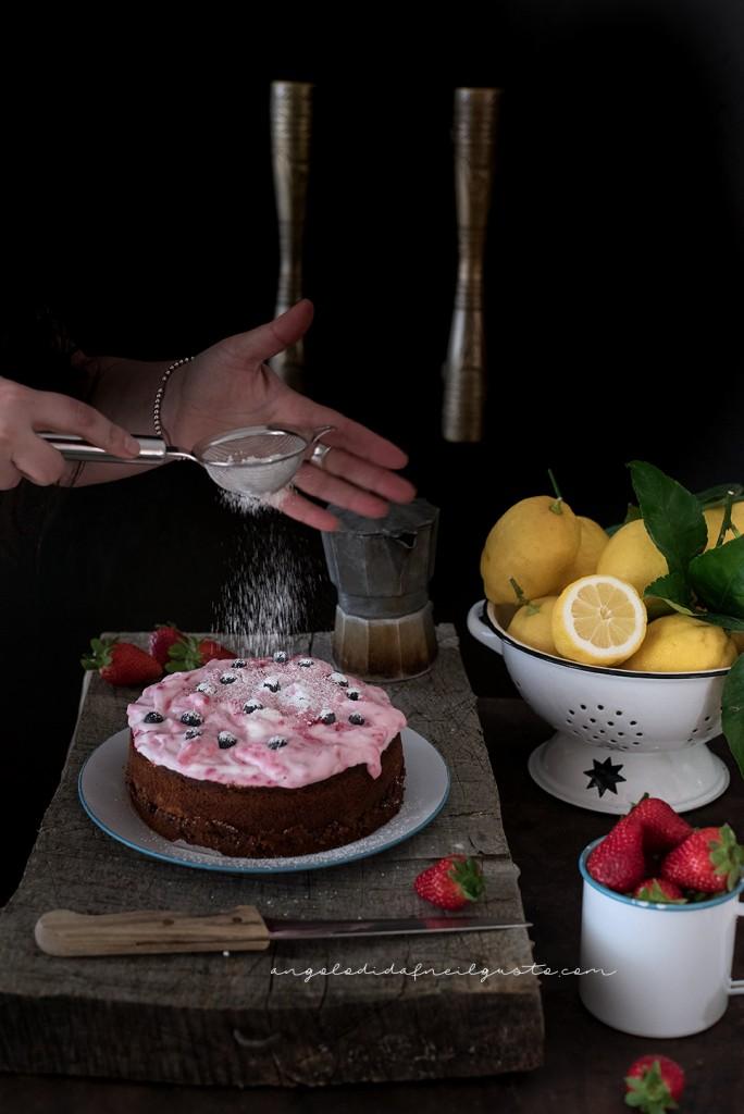 Torta con confettura di frutti rossi e frosting allo yogurt e lamponi77