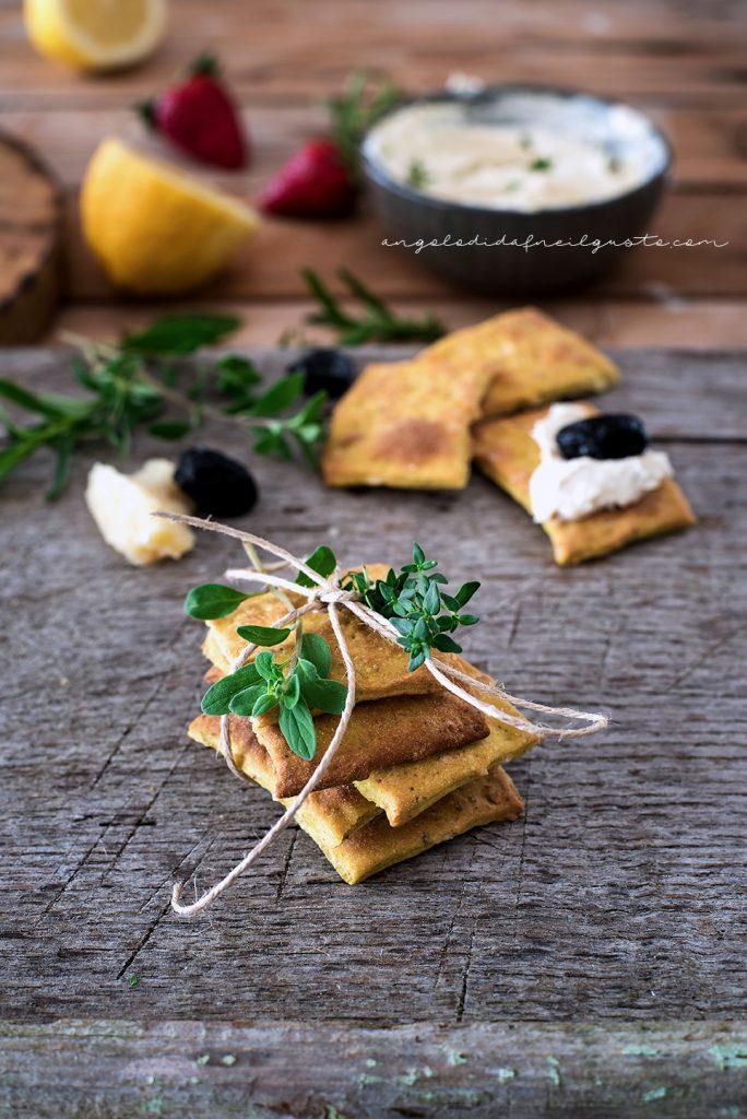Cracker alla senape, mandorle e pistacchi con crema di robiola16