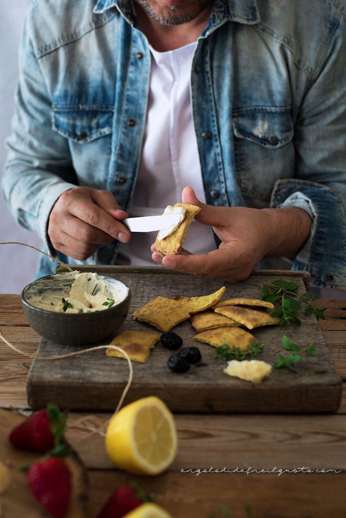 Cracker alla senape, mandorle e pistacchi con crema di robiola8