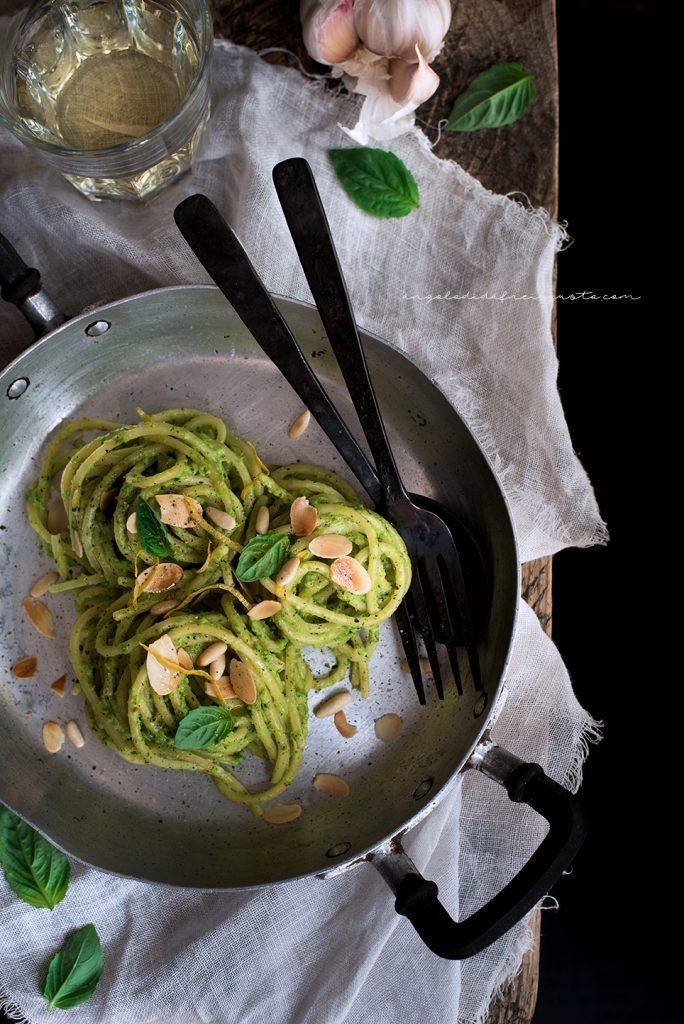 Spaghettoni con crema di zucchine profumata al limone e basilico 736