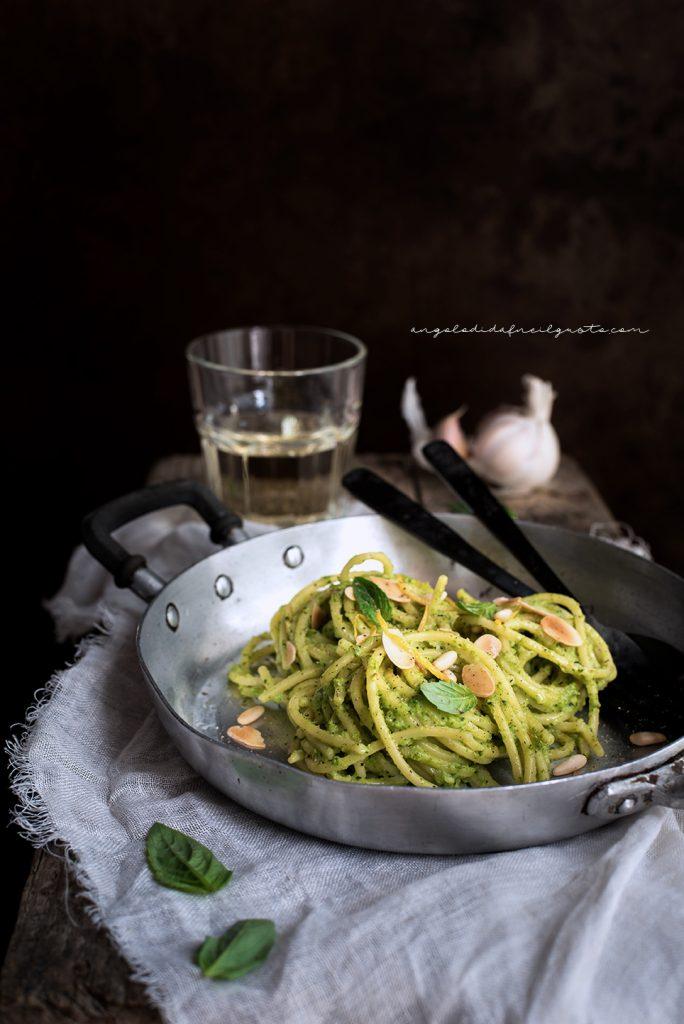 Spaghettoni con crema di zucchine profumata al limone e basilico 737